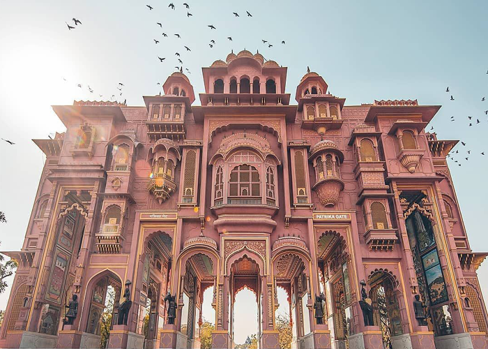 Explore the flamboyant colors of Incredible! Rajasthan
