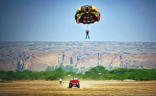 things to do in jaisalmer with parasailing
